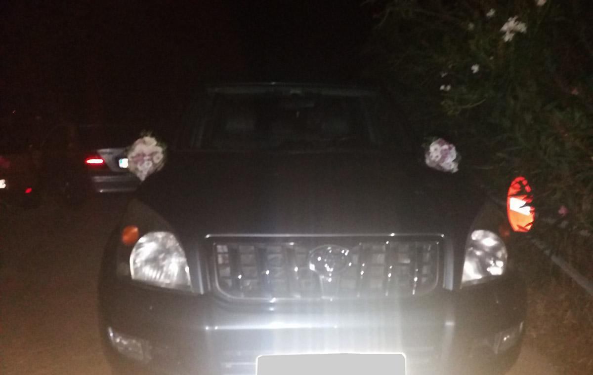 Στολισμένο αυτοκίνητο πολυτελείας για τη νύφη