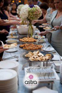 Τραπέζι γάμου με αξέχαστες γεύσεις από έμπειρους σεφ