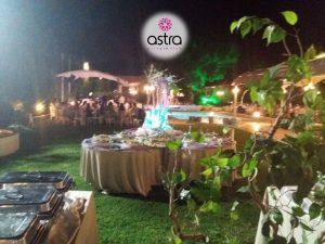 Η δεξίωση του γάμου στον κήπο του Astra Private Club