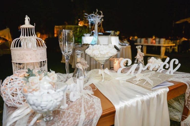 Υποδεχθείτε τους καλεσμένους στο τραπέζι γάμου σας